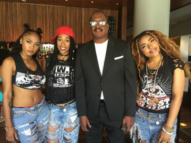 Mr. Mathew Knowles pictured with members of his new hip hop trio, BLUSHHH Music (From left to right): Bunni Ray, Sunnie, and Tali