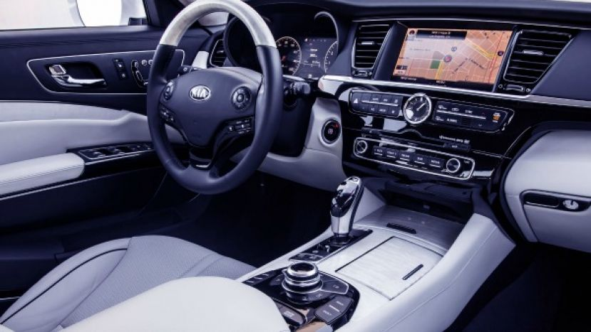 Luxurious interior of the Kia K900
