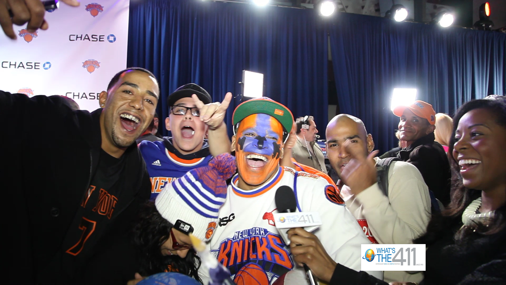 Bianca Peart interviewing NY Knicks fans on the Chase Blue Carpet at MSG