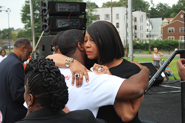 Sheila Oliver embracing Deacon Don Dy Dy IMG 5315 600x400