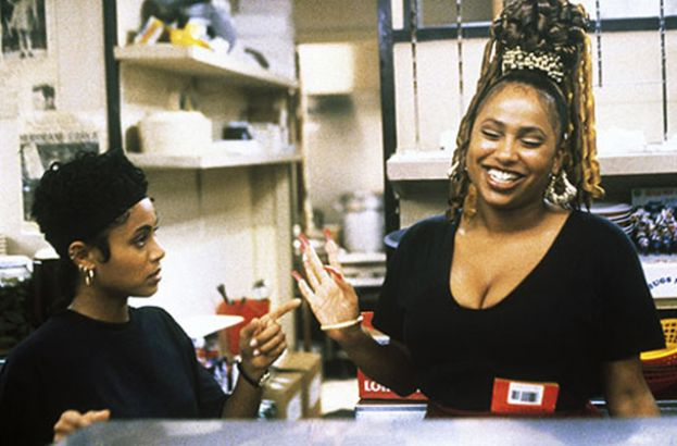 Lisa Nicole Carson (r) talking with actress Jada Pinkett in the film, Jason's Lyric