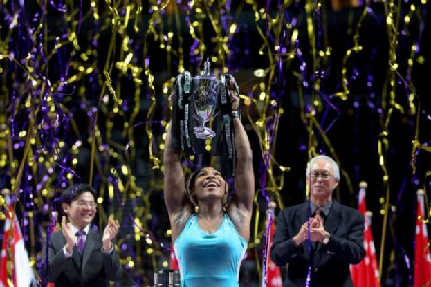 Serena Wililams holding the Billie Jean King Trophy at the WTA Finals in Singapore