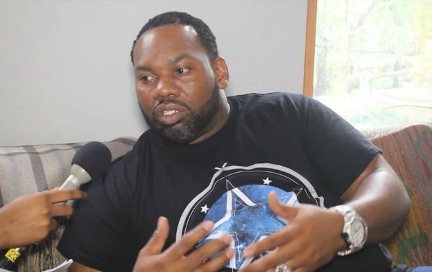 Wu Tang Clan member, Raekwon, talking with What's The 411's music and entertainment reporter, Rita Obi prior to the Brooklyn Hip Hop Festival