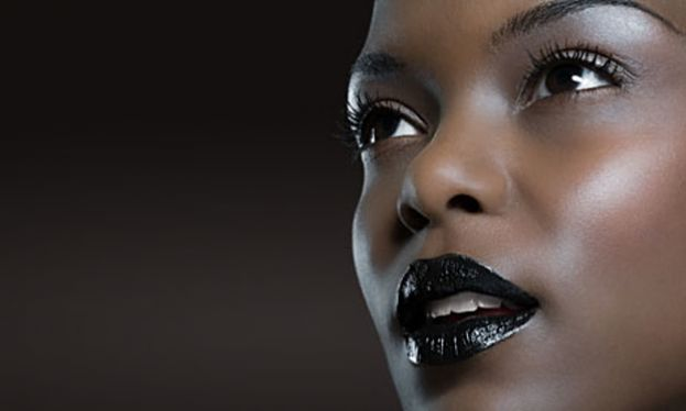 Model wearing goth-colored lipsick
